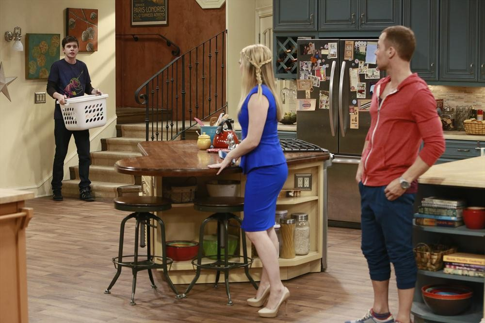 chauvinistic ideas against women in melissa and joey an american sitcom